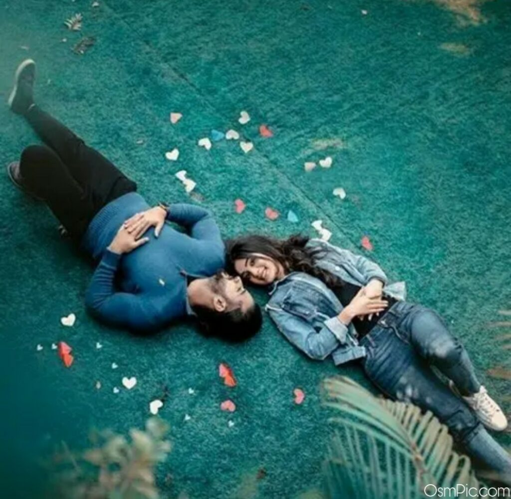 Stylish couple sleeping dp Pic for Whatsapp